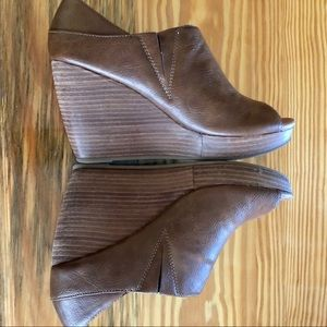 Dr.Scholls 7.5 wedge peep toe shoes